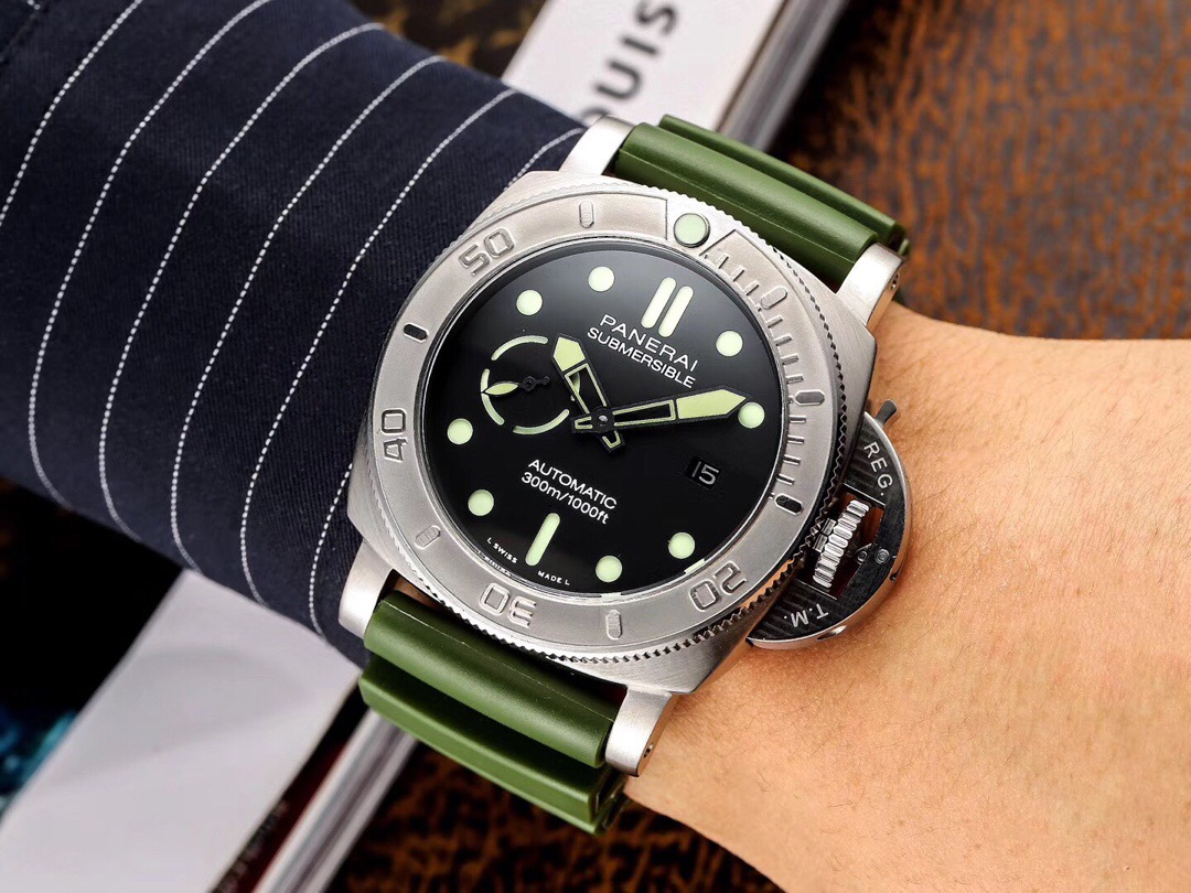 Copy Panerai Submersible Green Rubber Strap Watch